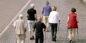 Det lönar sig mycket dåligt att arbeta utifrån ett pensionsperspektiv, skriver insändarskribenterna.
