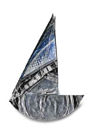 Ja, det ser precis ut som en segelbåt, nej Jostein Skeidsvoll lovar att han inte har manipulerat någon av burkarna. Han har bara hittat, tvättat och fotat.