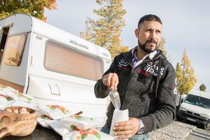 Mohamed Farhat sålde brända mandlar.