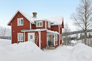 Hus som renoverats till stora delar. Perfekt för den mindre familjen eller som ett bra fritidshus. Foto: Eric Böwes