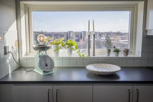 Foto: Jonas Classon. Arbetsbänken i köket