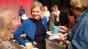 Finansminister Magdalena Andersson var för en gångs skull inte huvudfiguren när hon och Stefan Löfven besökte Västerås på onsdagsförmiddagen.