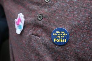Jonathan och Tobias vill i framtiden jobba som poliser för att hjälpa andra människor.