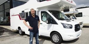 Thomas Johansson säljer husbilar på Birsta Fritidscenter i Sundsvall. I torsdags var han rädd att ingen längre skulle välja att investera i en ny husbil för sitt semestrande.  Han stödde helhjärtat Husbilskampen – vars budskap blir verklighet.