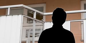 En 19-åring sitter anhållen misstänkt för att han misshandlat 24-åringen grovt inne i lägenheten på Brynäs.