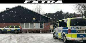 Polisen har samlats utanför Granbergsskolan i sökandet efter den försvunna flickan.