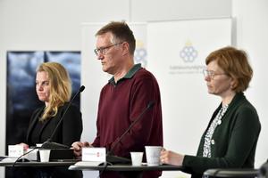 Johanna Sandwall, Anders Tegnell och Maria Bergstrand vid gårdagens pressträff.  Foto: Anders Wiklund/TT