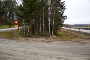 Även vägen vid Kinsta är avstängd för genomfart, men detta tycker Daniel Sjöholm är fullt i sin ordning.