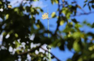 På tornspiran på rådhuset i Östersund finns Sankt Göran och draken avbildade, en symbol för rättskipning.
