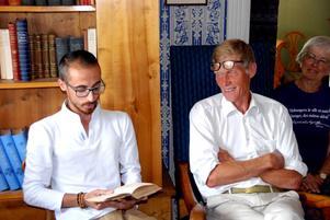 Bakr Almadani och Ante Sandelin läste texter ur Agrells novell