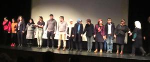 Skådespelarna tackades från scenen i Folkets hus i Gävle.  Foto: Privat