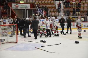Jublet i Oskarshamnslägret visste inga gränser framför den tillresta klacken efter 0–3 på resultattavlan. Tre mål framåt och inget insläppt bakåt. I den helt avgörande sista matchen. Mot SHL-motstånd. I hockeyklassiska Timrå. Därmed var en av de största bragderna i svensk elithockey ett faktum.