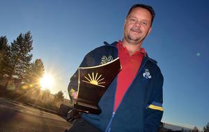 Stefan Gerling, Årets företagare 2014, är redo att överlämna priset.