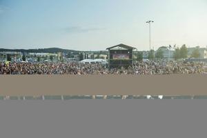 Rix FM-festivalen blev den stora finalen i Sundsvall bjuder med 8500-9000 besökare på Birstaparkeringen i tisdags.