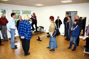 Politikerna i vård- och omsorgsnämnden besökte bland annat gymmet i Kastanjen i tisdags.