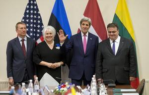 Fyra utrikesminstrar. Edgars Rinkēvičs, Lettland, Marina Kaljurand, Estland, John Kerry, USA och Linas Linkevicius, Litauen.