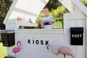 Sedan Rex Nordhstaff var fyra år har han drivit en egen liten glasskiosk i trädgården.