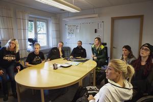 Carina, Viktor och Morgan och Linnéa träffade brandmannen Andreas Dahlqvist och räddningsledaren Anna Kvarnström som jobbade natten då olyckan skedde. Tillsammans tittade de på räddningstjänstens bilder från olyckan.