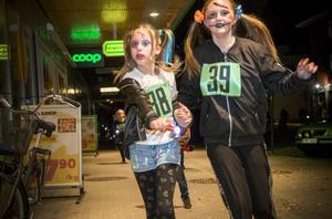 Halloweenloppet gick genom Hofors centrum i torsdagskväll.
