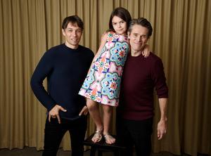 Foto: Chris Pizzello/Invision/APManusförfattaren och regissören Sean Baker tillsammans med skådespelarna Brooklynn Prince och Willem Dafoe i filmen
