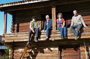 Några som var med från starten av insamlingen för att kunna köpa loftboden. Fr v Wolfgang Immler, Kjell Ericson, Karin Zetterqvist och Henric Larsson. Foto: Arkiv/privat.