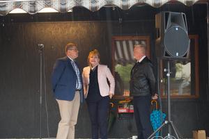 Kommunalråd Anders Wigelsbo (C), landshövding Minoo Akhtarzan och räddningschef Tommy Jansson höll tal under fikat.