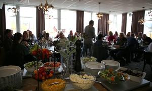 Hotellet fortsätter servera mat och även ha underhållning under hösten.