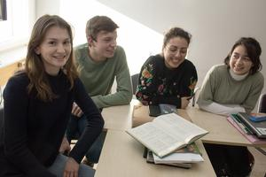 Amelie Barrling, Erik Hårrskog, Farah Ahmed Salim och Lina Lindner Snitwongse vet att tyska språket kan uppfattas som strikt och gammaldags, jämfört med franska och spanska. De håller inte med.