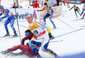 Avbrutna stavar, fall, ständiga sjukdomsproblem och nu i vinter även en magåkomma – Calle Halfvarssons seniorkarriär har långtifrån gått som på räls. Ändå har den tekniskt skicklige 28-åringen vunnit tre VM-medaljer i stafett, tre individuella segrar i världscupen och blivit svensk mästare på 15 kilometer. Foto: Terje Pedersen/NTB scanpix/TT