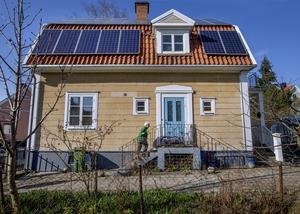 I Rynninge ligger huset vars solcellspaneler hamnat i skottgluggen.