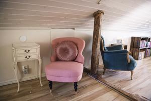 Med rosa detaljer i alla rum har huset ett genomgående färgtema.