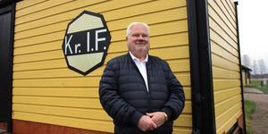 Stig Lindqvist är en stolt ordförande i Krylbo IF och tycker att klubben tar ansvar för att göra Krylbo till en tryggare bostadsort.