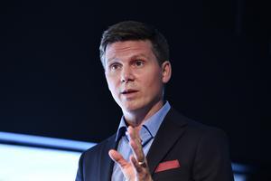 Erik Ullenhag bör bli ny partiledare för Liberalerna, tycker Daniel Adborn.