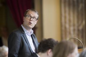 Regionrådet Patrik Stenvard, M, blev upprörd över de rasistanklagelser som riktades mot hans parti.
