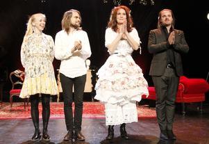 Lena Jonsson, Arvid Svenungsson, Maria Lundqvist och Kristoffer Hellström fick motta stående ovationer efter föreställningen.