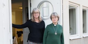 """""""I år hoppas jag att Södertäljeborna är generösa"""" säger Elisabeth Linde, till höger. """"Många vill verkligen göra något! Det är häftigt"""" säger Helen Lind Jaktlund."""