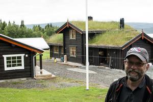 """""""Att flytta hit är det bästa jag har gjort för mig själv. Det är helt fantastiskt att vara här"""", säger Stian Johansen som flyttade från Oslo till Jormvattnet ifjol efter att ha pendlat till sitt fritidshus i många år."""