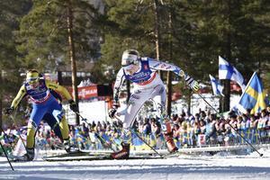 Stina Nilsson tog Sverige i mål, som tvåa på teamsprinten efter att ha spurtat ner både Polen och Tyskland.
