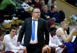 Inom kort hoppas Sundsvall Dragons och coachen Tommie Hansson göra klart med en rutinerad EU-spelare som har meriter från landslaget.