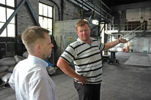 NÖJDA. Per Jarbelius är ny VD för fabriken i Söderfors. Både han och fackklubbens ordförande Roger Lindqvist ser ljust på framtiden.
