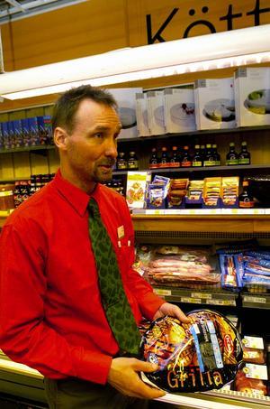 Kollar kyldiskar. Håkan Åström berättar att det är viktigt att vara extra observant när det gäller temperaturen i diskar under rötmånaden.