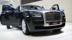 LITEN ROLLS. Rolls Royce har gjort en småbil: EX200, som påstods vara en konceptbil, men såg mycket produktionsfärdig ut. Den hamnar  i storlek under Phantom.