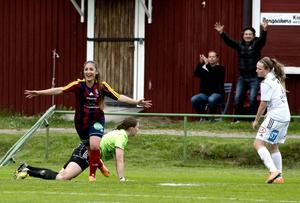 Hazal Altuntas firar sitt 2–0-mål.