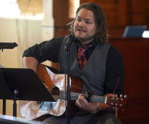 Musiken som kom från kyrkan varierade, från Dubliners till Kent Andersson.