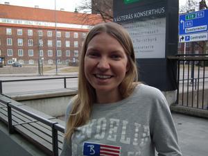 Rosanna Gunnarsson är 24 år, uppvuxen på Värmdö i Stockholm och utbildad i komposition på Gotlands tonsättarskola och Kungliga musikhögskolan. I lördags var hon i Västerås med sitt nya verk - Surfing på svenska –  i en konsert anordnad av Uruppförandeklubben, URUK.