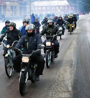 Åttonde upplagan av Nyårsvändan lockade 120 mopedentusiaster.