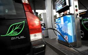 Snart kan bilar och bussar i Dalarna komma att fylla tankarna med biogas som tillverkats i länet. Länsstyrelsen har beviljat 27 miljoner kronor till anläggningen som planeras att byggas inom Säters kommun. Foto: Tomas Oneborg / SvD / TT