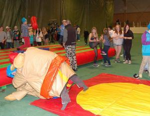 Sumobrottning var en av flera populära aktiviteter att pröva på under Luciafestinatt.