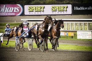 Maja Klar är glad ägare till Ivan Tilly, en häst hon fick sedan den skadat sig. I andra starten efter skadan kom första segern med Robert Skoglund i sulkyn.