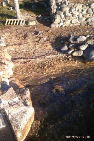 Söndag 25/12-11 runt badstrand och bryggor i Fredinsviken på Skatön.